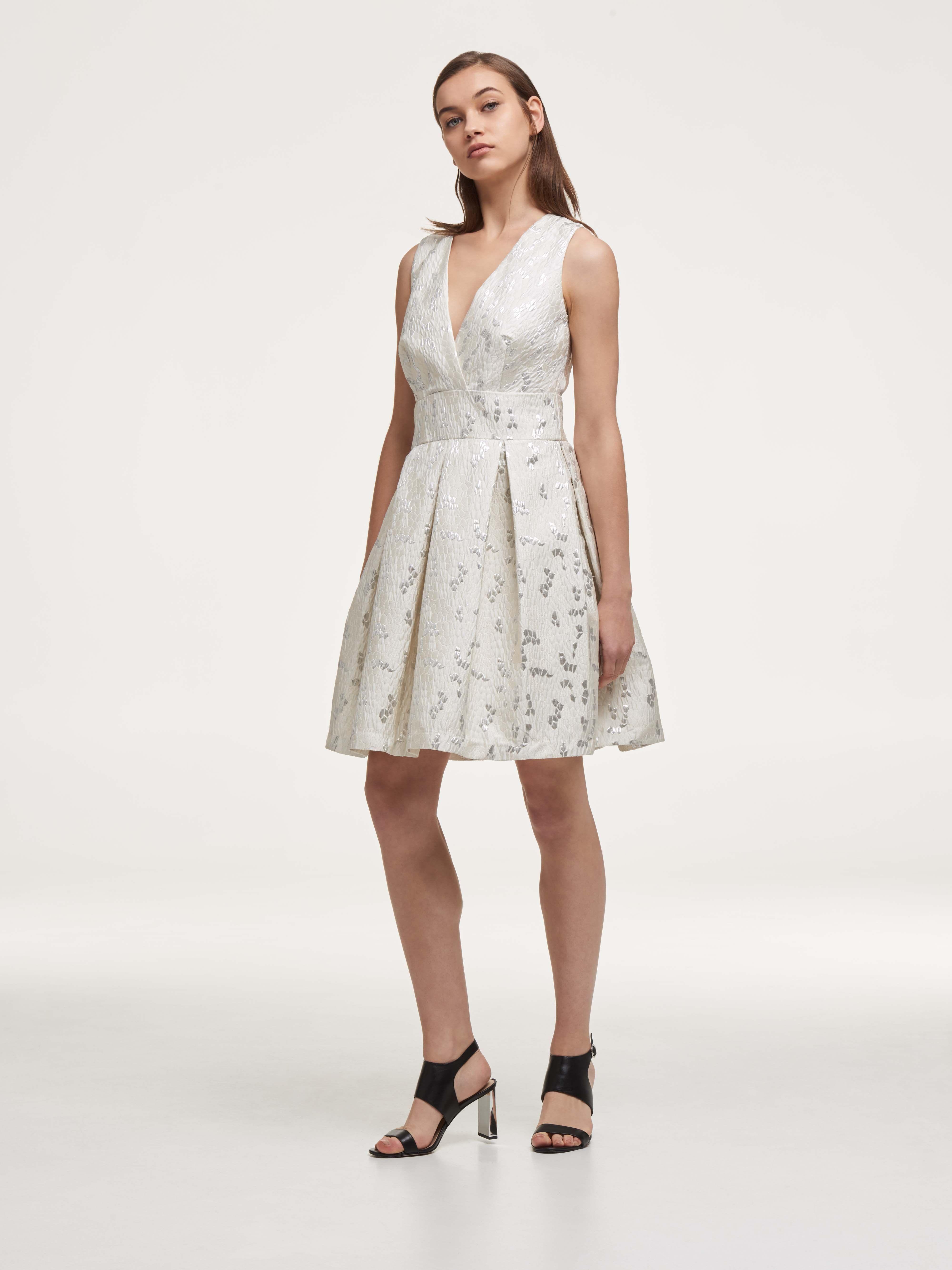 Приталенное платье-миди с эффектом жаккарда от DKNY