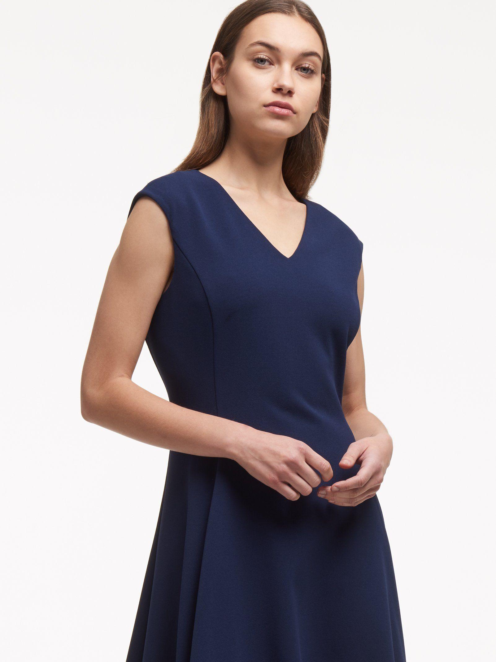 Однотонное платье-миди от DKNY