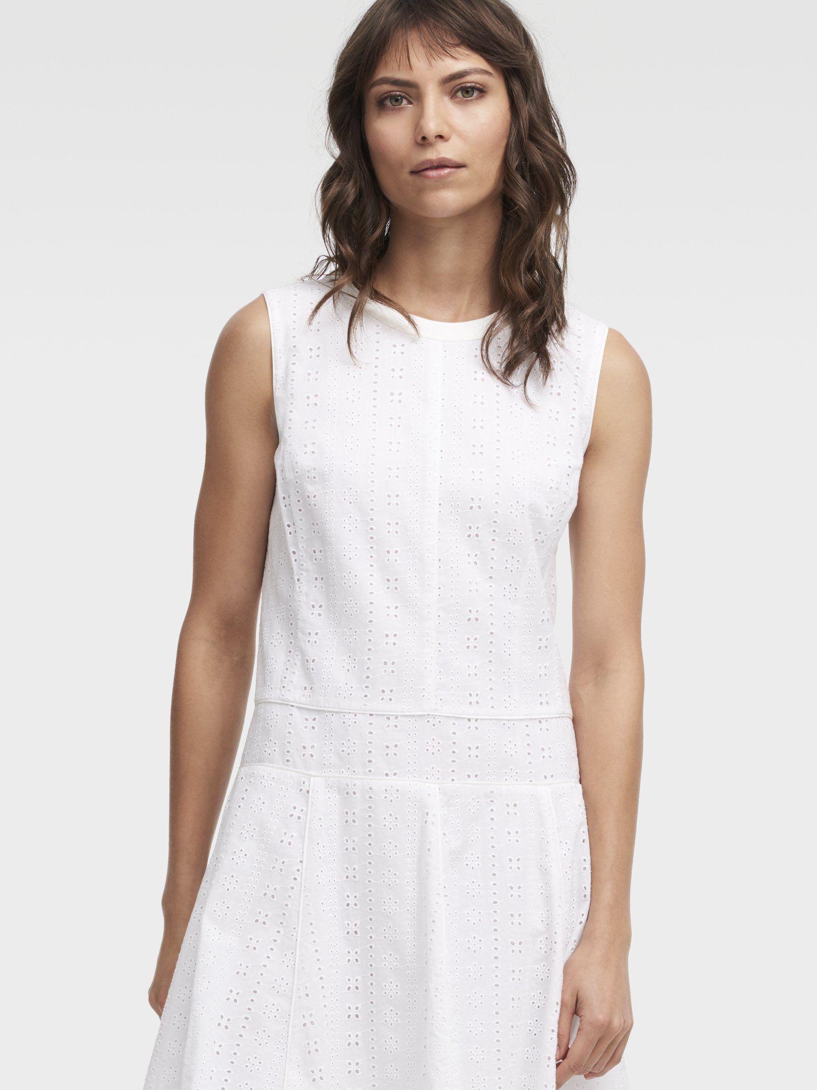 Однотонное кружевное платье-миди от DKNY